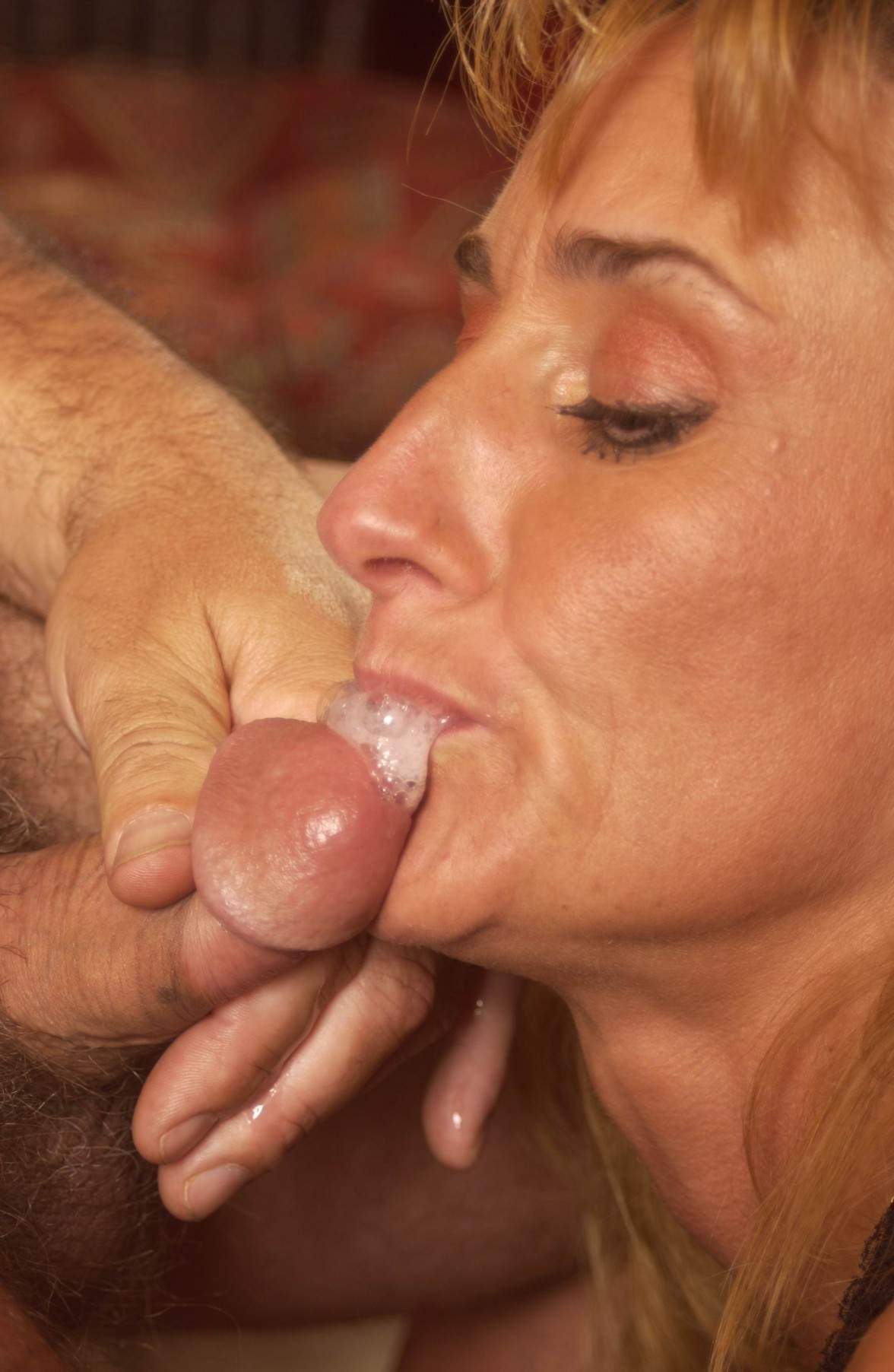 Tothless granny sucking dick for sperm